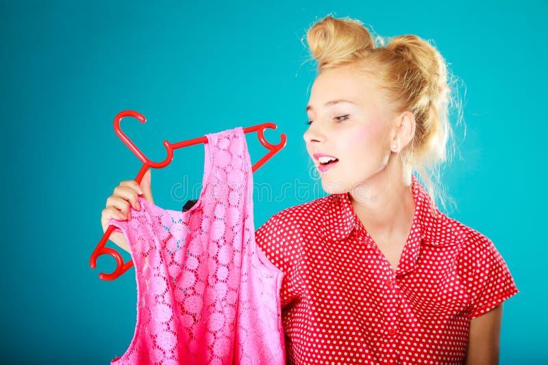 Klänning för rosa färger för kläder för utvikningsbrudflickaköpande Sale detaljhandel royaltyfria bilder