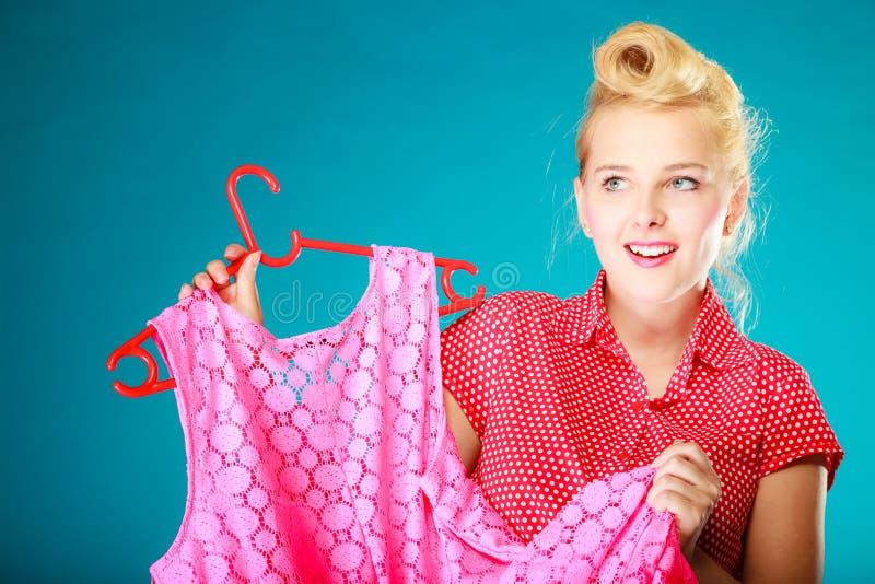 Klänning för rosa färger för kläder för utvikningsbrudflickaköpande Sale detaljhandel arkivbild
