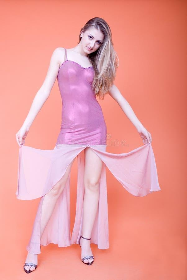 klänningaftonkvinna arkivfoto