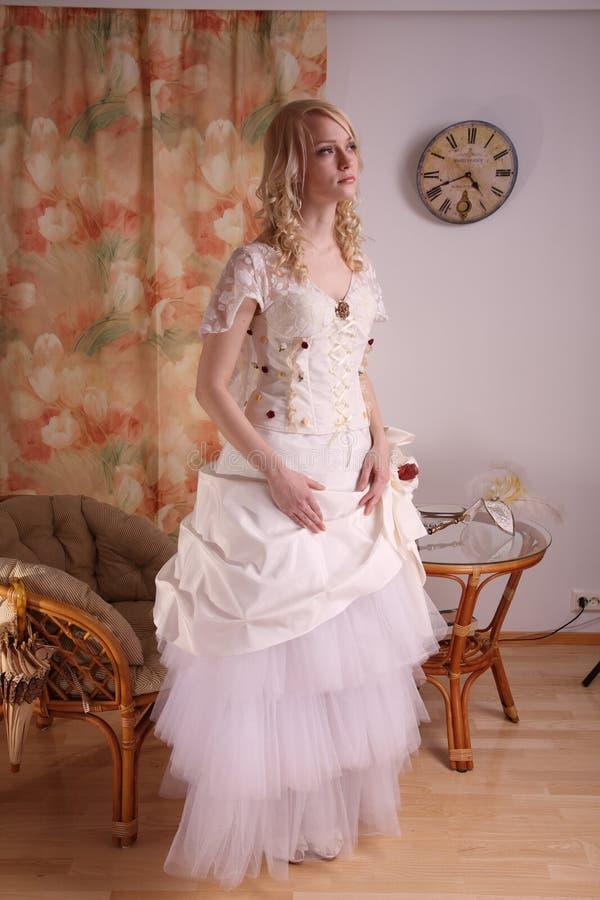 klänningbröllopkvinna royaltyfri foto