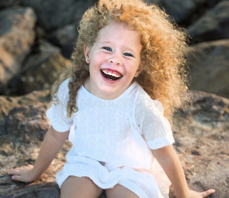 klänningflicka little som är vit royaltyfri bild