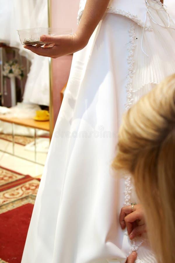 klänningmonteringsbröllop royaltyfria foton
