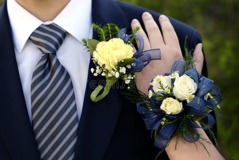 Klänningsliv för formella kläder för datumstudentbalblommor royaltyfria foton