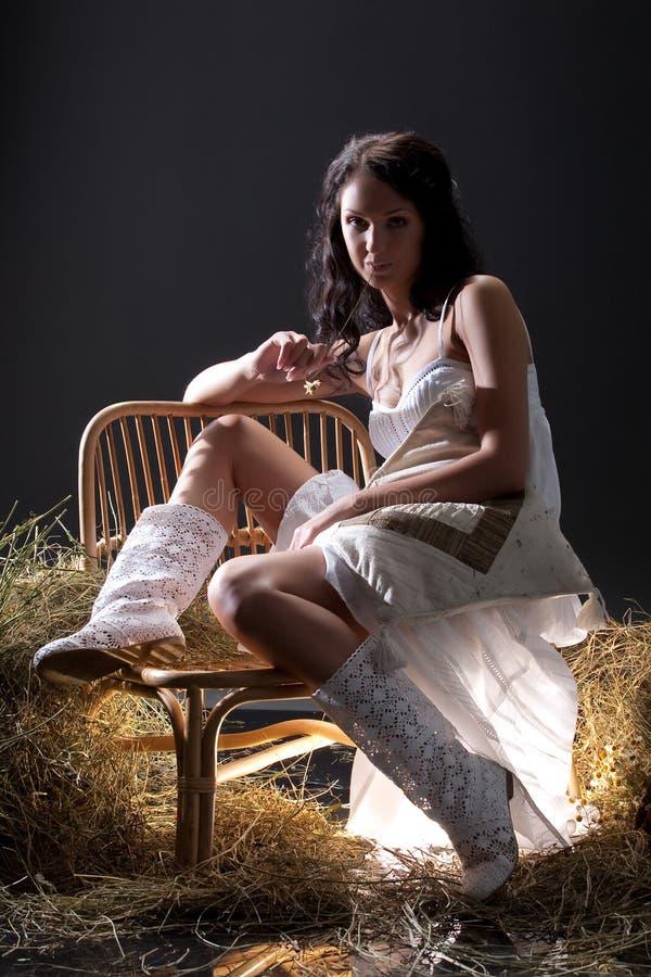 klänningwhitekvinna royaltyfri foto