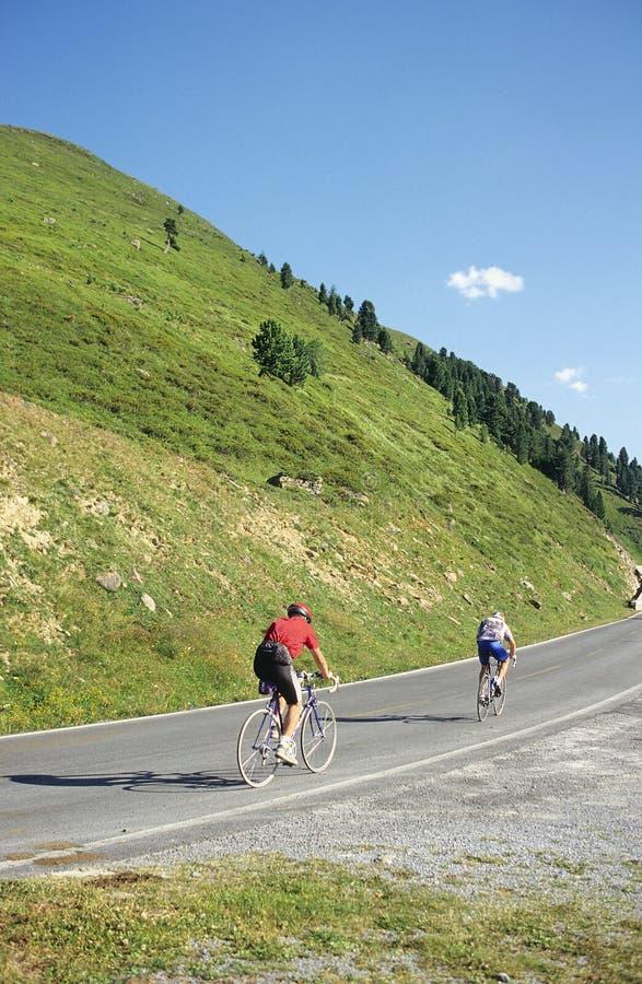 klättra för cyklister arkivbild