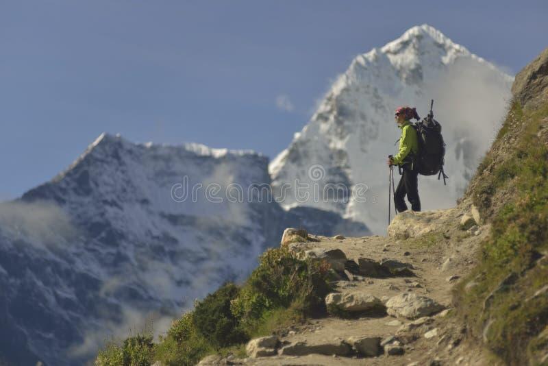 Klättrare på den Khumbu dalen himalaya nepal arkivbilder