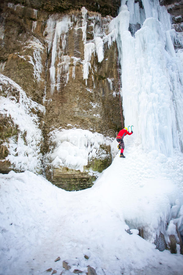Klättrareklättringarna på is arkivbilder