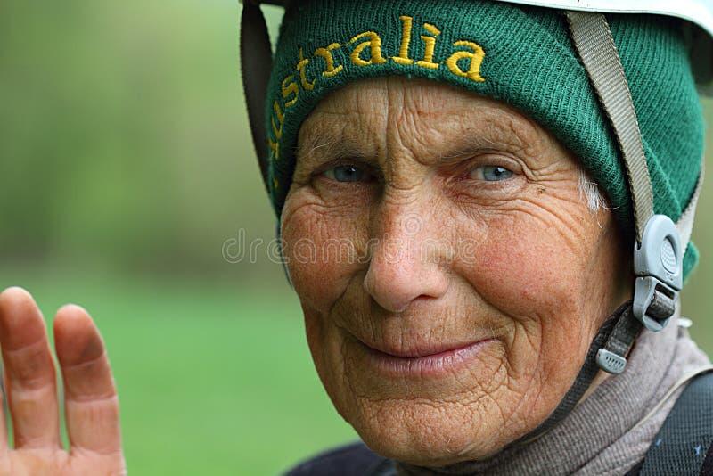 klättrarekvinna royaltyfri fotografi