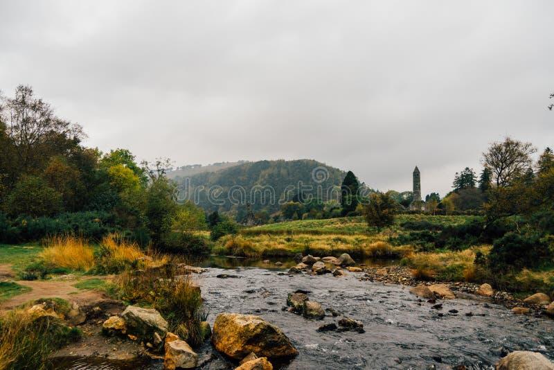 Klösterlicher Standort Glendalough in den Wicklow-Bergen, Irland lizenzfreies stockfoto