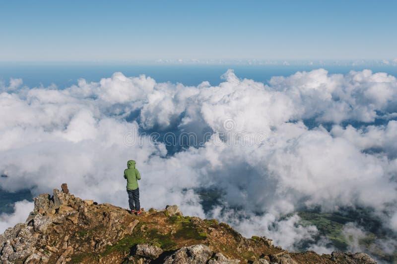 Kl?ttra den Pico vulkan p? Azoresna arkivbild