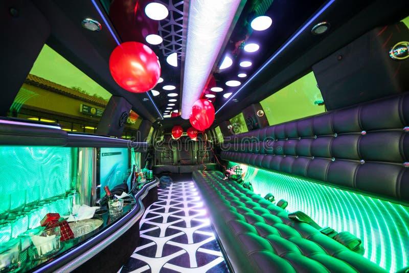 Klaar voor grote partij in een limousine royalty-vrije stock foto's