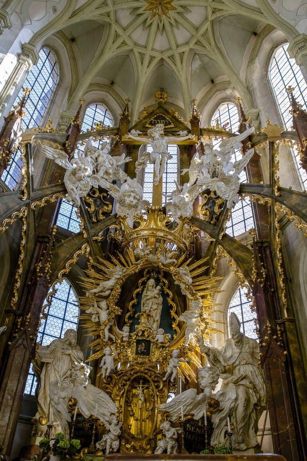 Kladruby, Tsjechische republiek Voor 13, Oktober 2018 Europese Reis Binnenhuisarchitectuurkerk, klooster van Benedictines in Klad stock fotografie