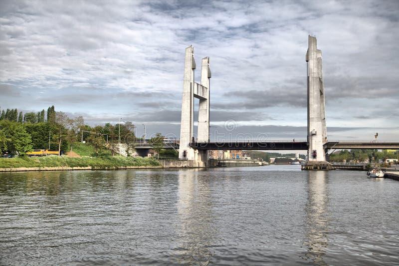 """Klaffbro till och med den Brussels†""""Scheldt kanalen i Vil royaltyfri bild"""
