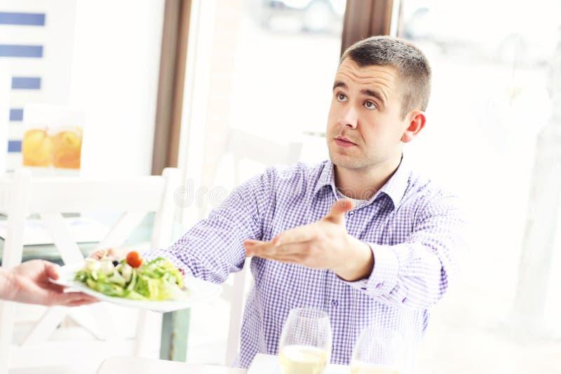Klagende klant in een restaurant royalty-vrije stock afbeeldingen