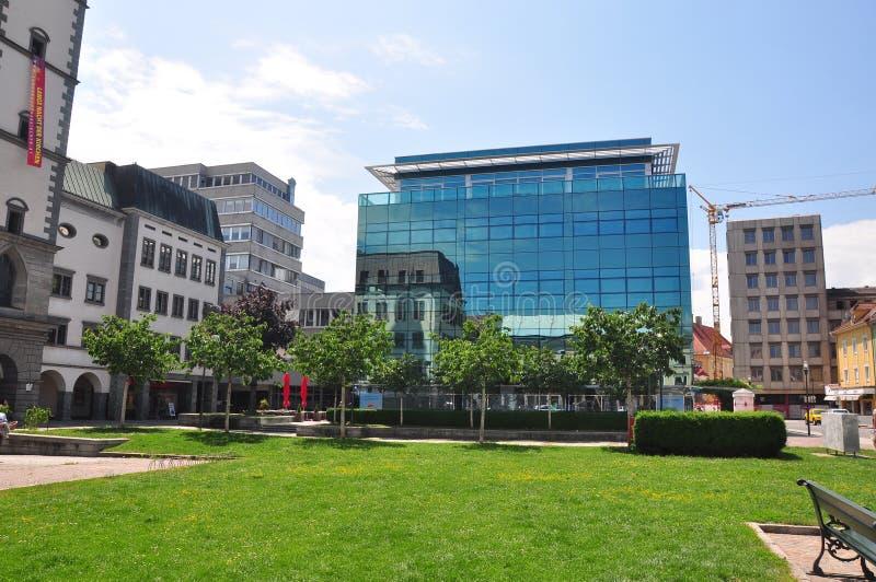 Klagenfurt Austria, Czerwiec, - 3, 2017: Nowożytny offfice budynek w Klagenfurt, Austria fotografia stock