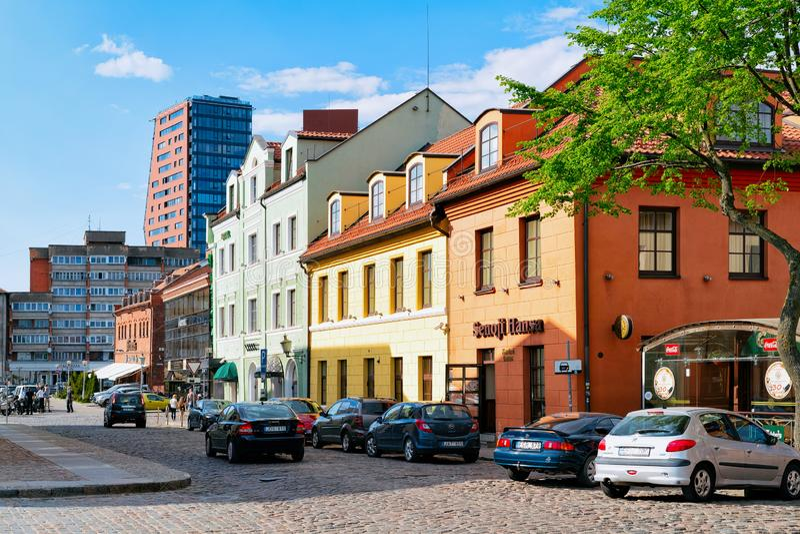 Klaipeda Lithuania, Maj, - 9, 2016: Uliczna architektura przy Starym miastem Klaipeda w Lithuania, kraj wschodnioeuropejski na fotografia royalty free