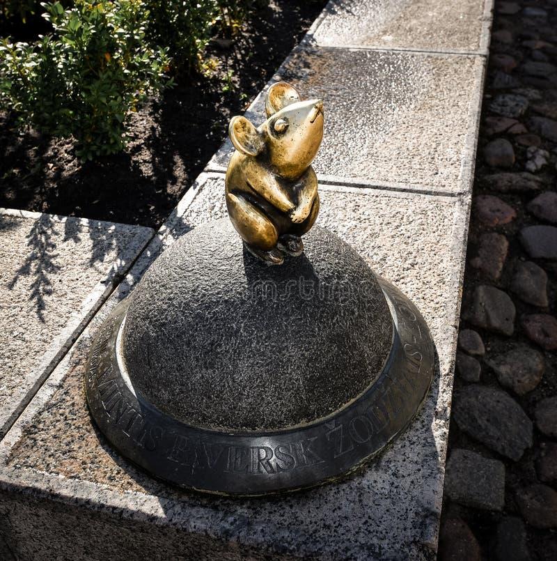 Klaipeda, Lituania - 16 de agosto de 2017: Pequeño ratón mágico hermoso, Klaipeda, Lituania  imagen de archivo libre de regalías