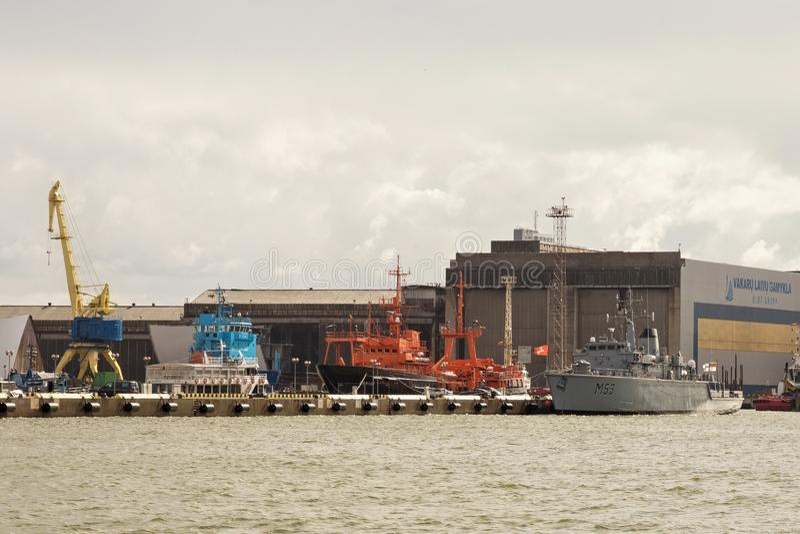 KLAIPEDA, LITUANIA - 22 DE SEPTIEMBRE DE 2018: La nave M53 Skalvis británicos anteriores HMS Cottesmore de la marina de guerra li imagenes de archivo