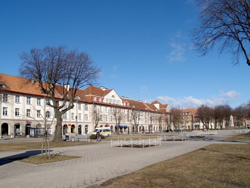 Klaipeda, Lituania Una vista del quadrato nel giorno spspring immagine stock