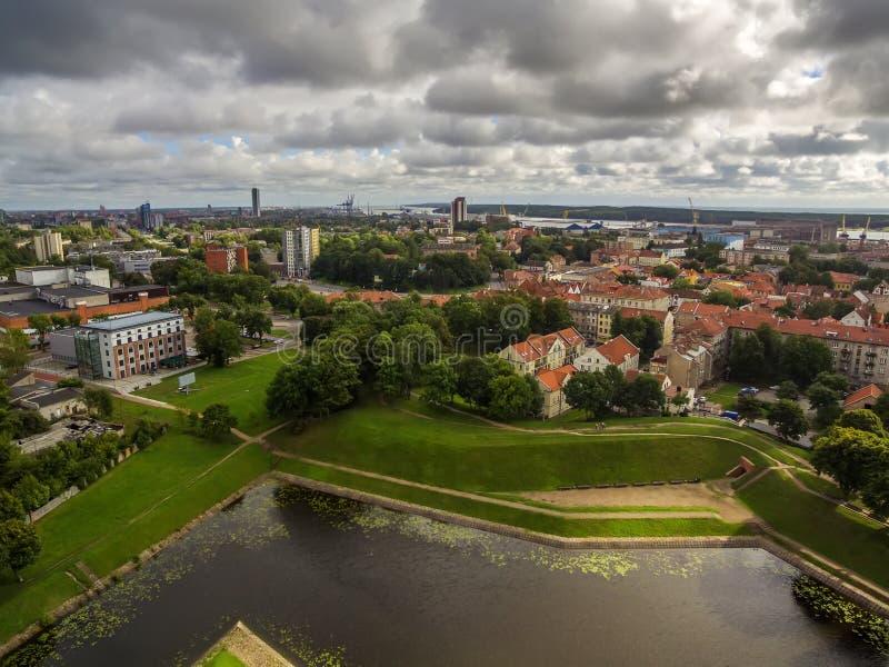 Klaipeda, Lituania: vista aérea representativa de la ciudad vieja imagenes de archivo