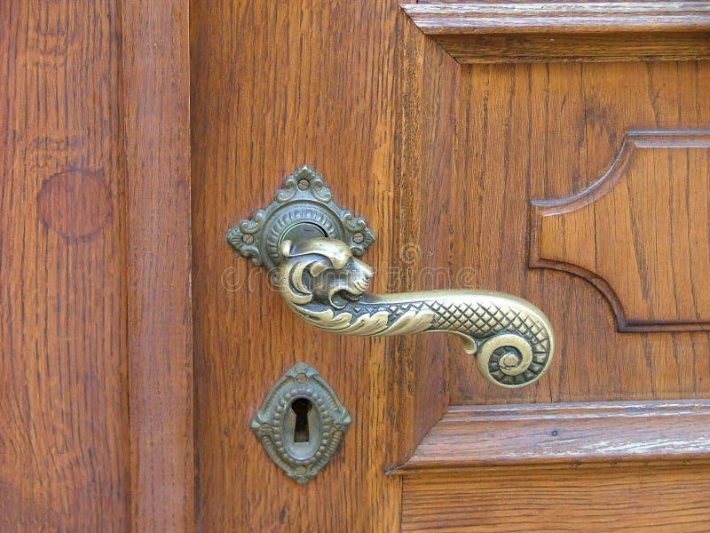 Download Klamki drzwi zdjęcie stock. Obraz złożonej z złoty, kędziorek - 131462