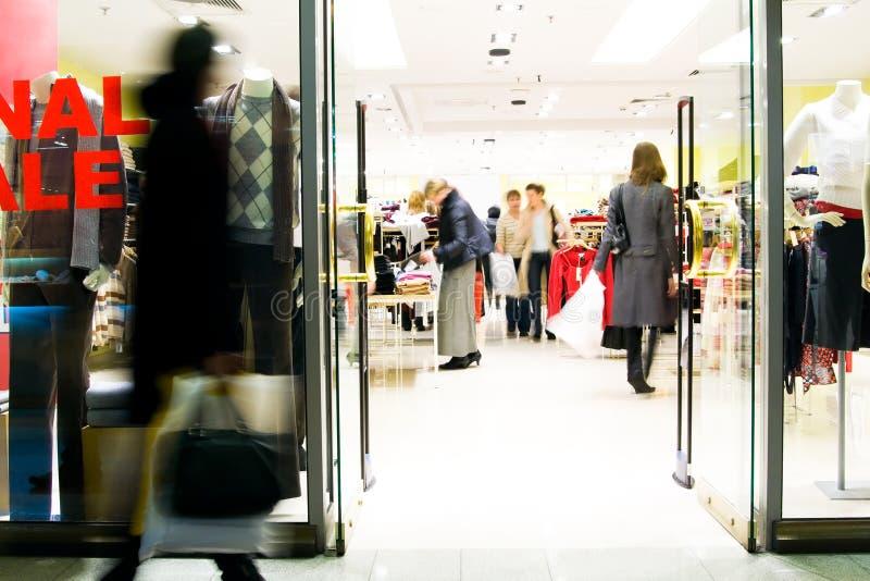 Klanten bij winkelcentrum stock afbeeldingen
