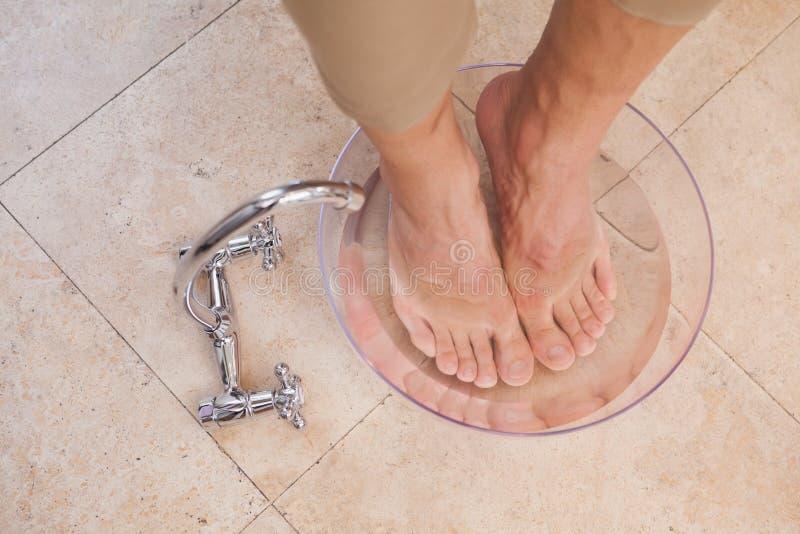 Klanten doorwekende voeten bij salon stock afbeelding