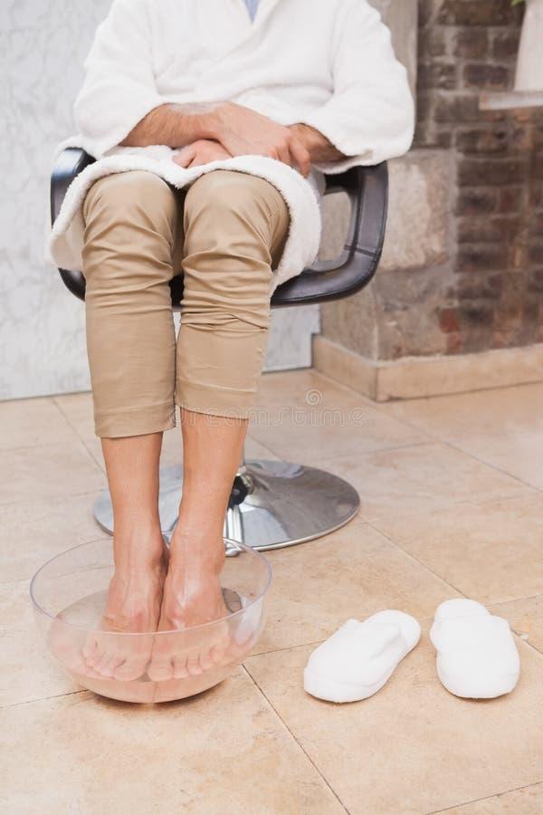 Klanten doorwekende voeten bij salon stock foto's