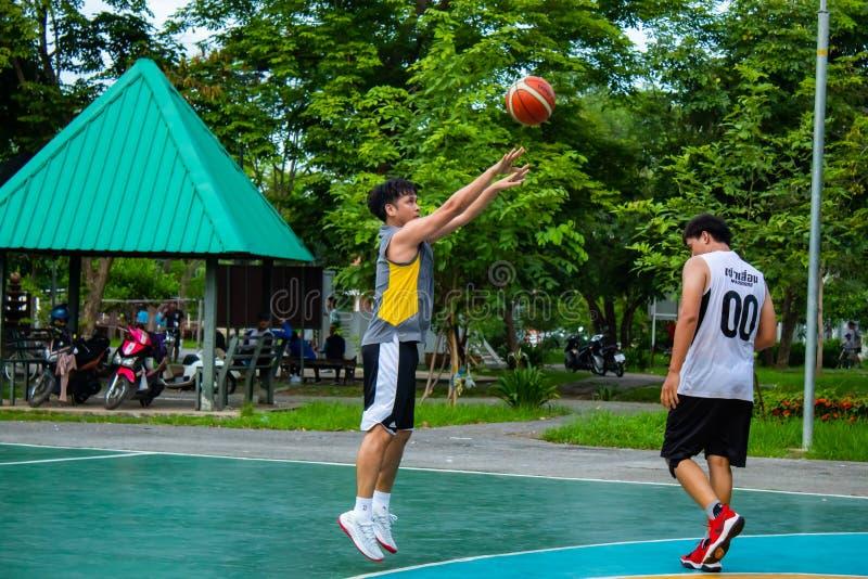 Klap Yai, Nonthaburi, Basketbalspeler van Filippijns en Thais stock afbeeldingen