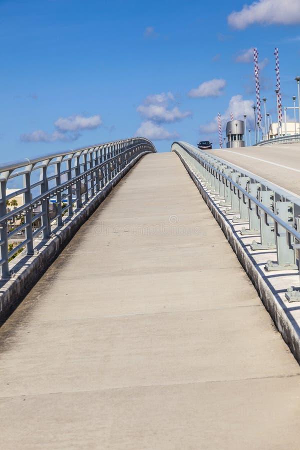 Klappbrücke über Stranahan-Fluss im Fort Lauderdale stockbild