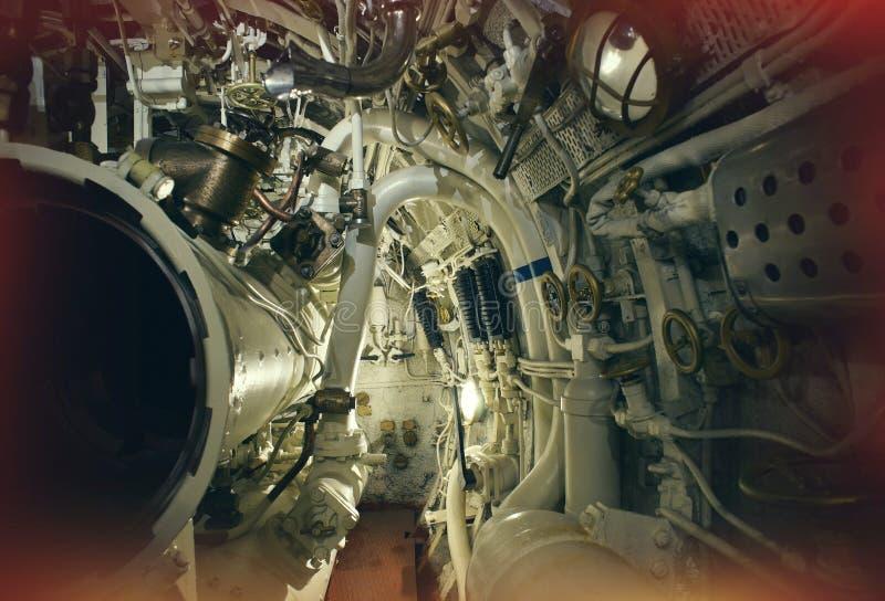 Klapy i drymby w starej łodzi podwodnej zdjęcia stock