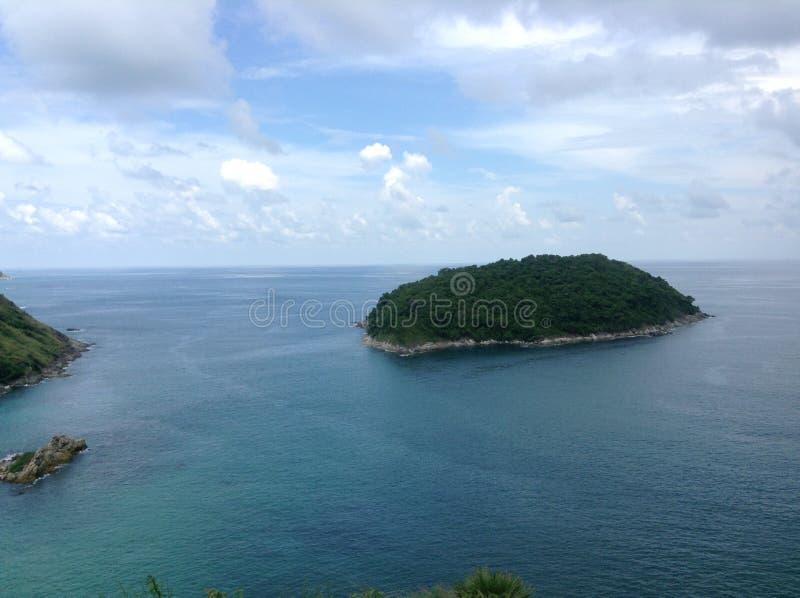Klar himmel för för Seaview mini- ö och hav royaltyfri bild