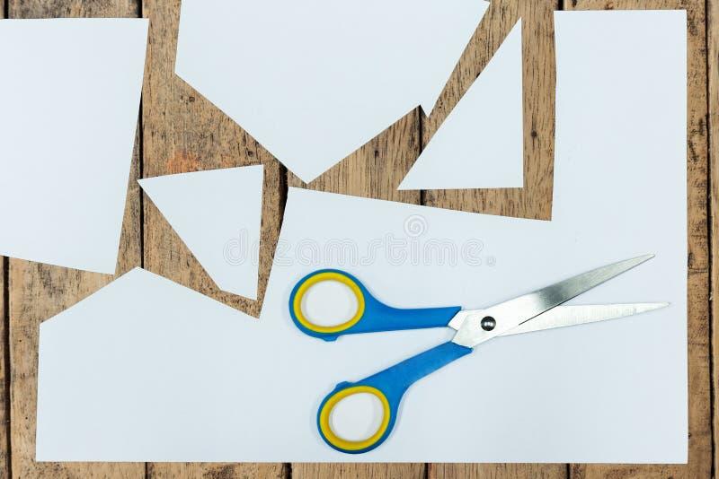 Klar pappers- textur på den wood väggen arkivfoton
