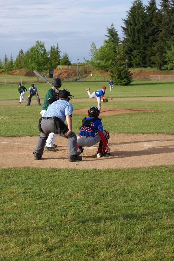 klar swing för baseballsmet till arkivbild