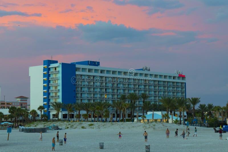 Klar vattenstrand Hilton Hotel fotografering för bildbyråer