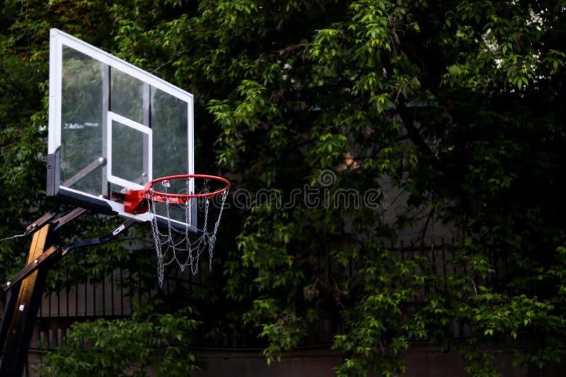 Klare Basketballsommer-Spielplatzansicht lizenzfreies stockfoto