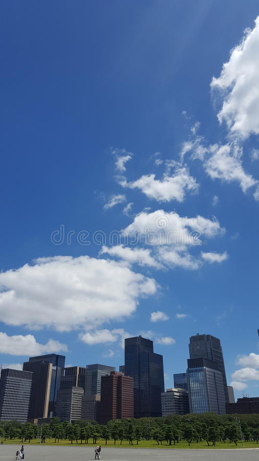 klarer Himmel in Tokyo lizenzfreie stockbilder
