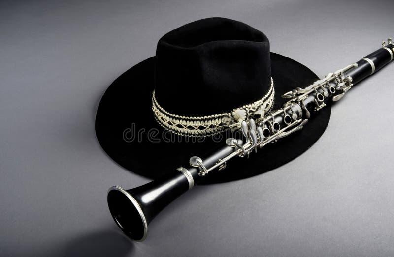 Klarinette und schwarze Jazz Hat stockfoto