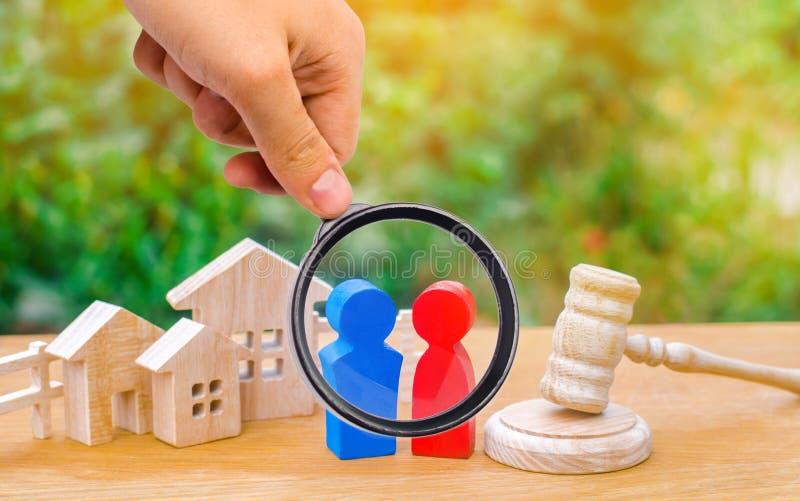 Klarowanie posiadanie domowy, nieruchomość/ sąd i zdjęcie stock