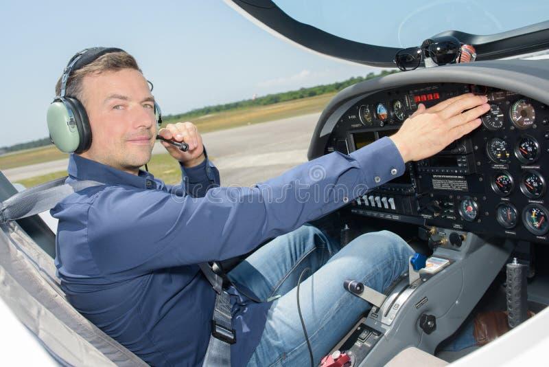 Klart tagande-av för pilot arkivbilder