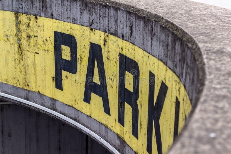 klart tecken f?r parkeringsfotografi att anv?nda arkivfoto