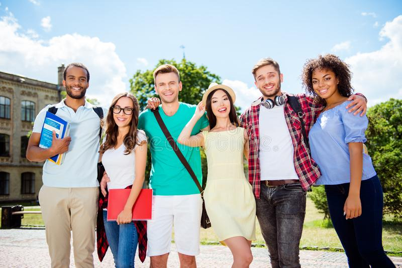 Klasgenoot, internationale vriendschap, de zomer, mededeling, educ royalty-vrije stock afbeelding
