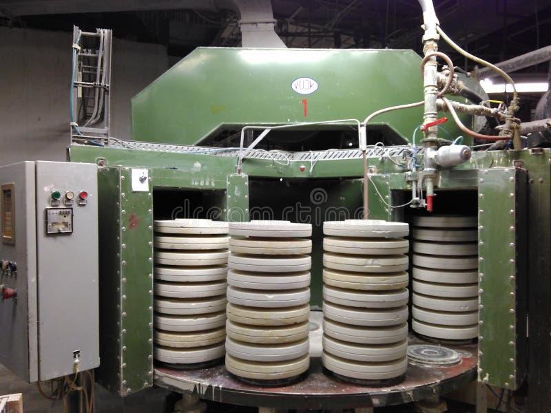 KLASHTERETS-NAD-OGRZHI, REPÚBLICA CHECA - 12 DE ENERO DE 2018: aparato con los moldes para los ruchers de lanzamiento de la arcil fotografía de archivo