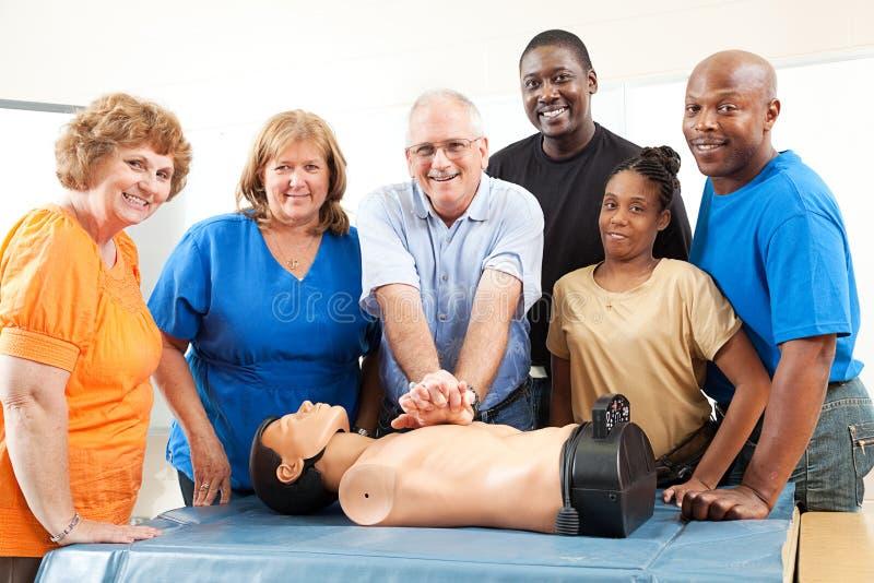 Klasse op CPR en Eerste hulp stock fotografie