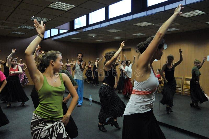 Klassen in de disco van het Centrum 'La Merced 'van de flamencokunst in Cadiz royalty-vrije stock foto's
