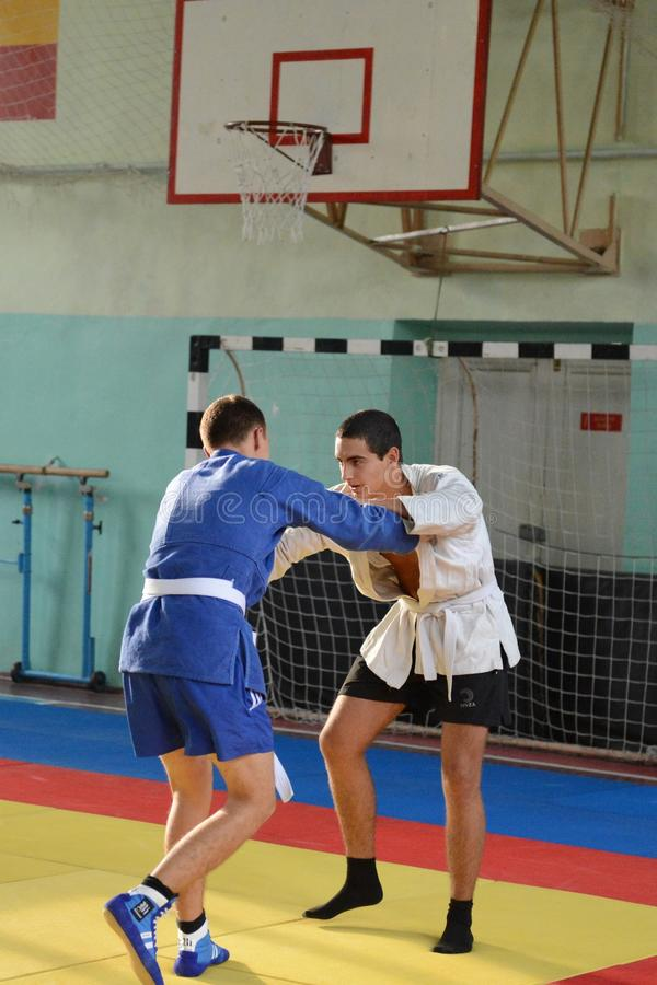 Klassen im Sambo in der Turnhalle in Militärschule Novocherkassks Suvorov des Innenministeriums des russischen Federati lizenzfreie stockfotos