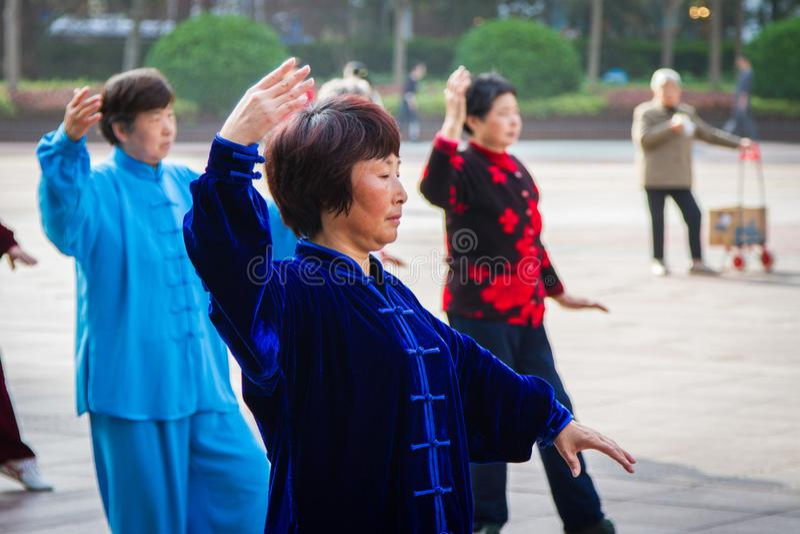 Klassen Tai Chi, Shanghai, China lizenzfreie stockfotografie