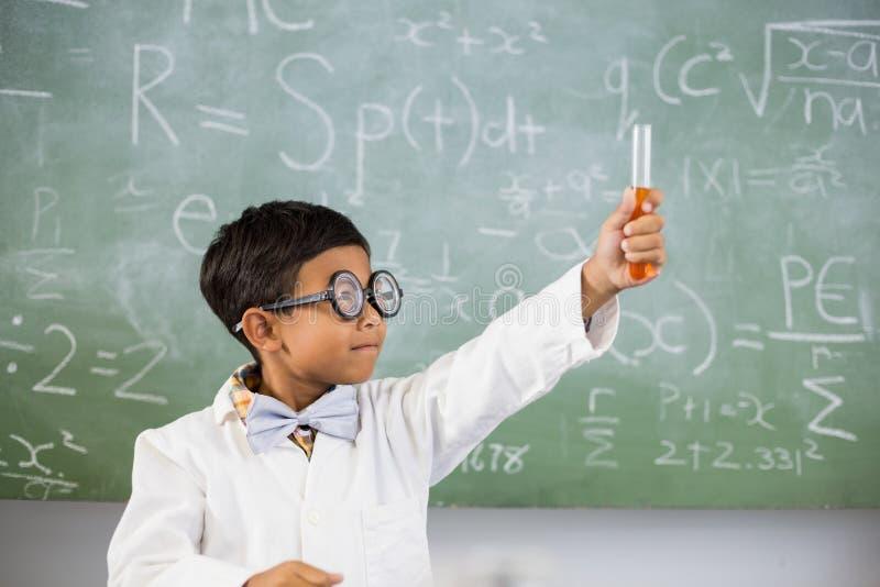 Klassenzimmer, Klasse, Student, hauptsächlich, Schule, Schüler, Schulkind, Labor, Laborkittel, Schauspiel, lizenzfreie stockfotos