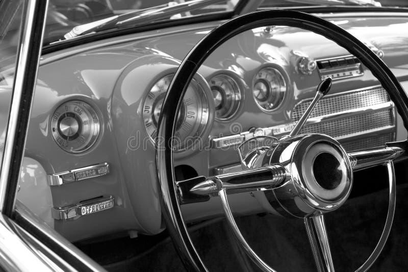Klassiek automobiel dashboard royalty-vrije stock afbeelding