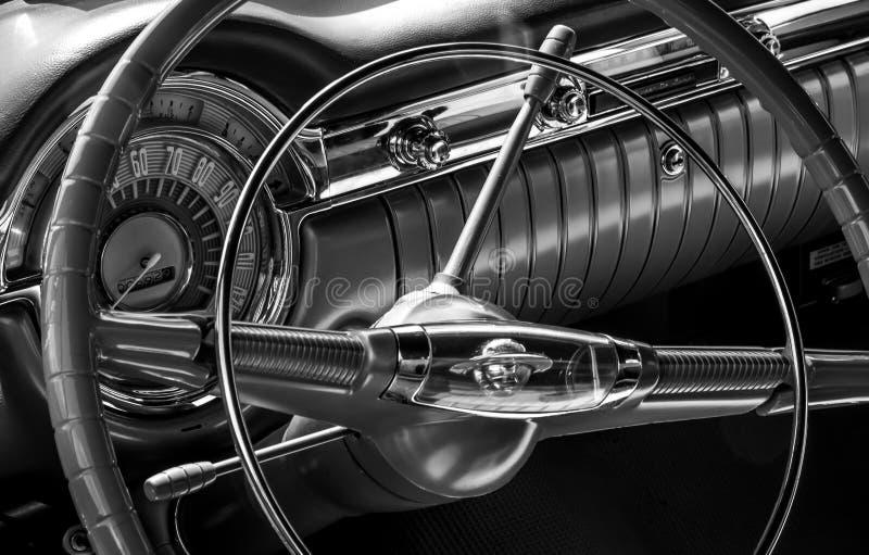 Klassiek autostuurwiel stock afbeeldingen